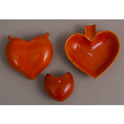 Porcelain dish set in heart form - vase and 2 plates