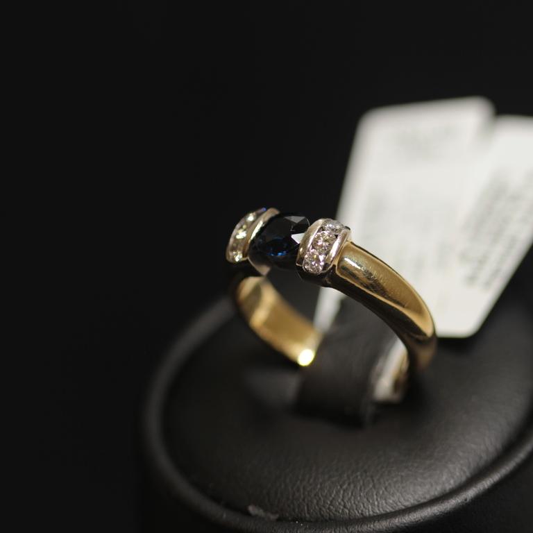 Zelta gredzens ar 6 briljantiem, safīru