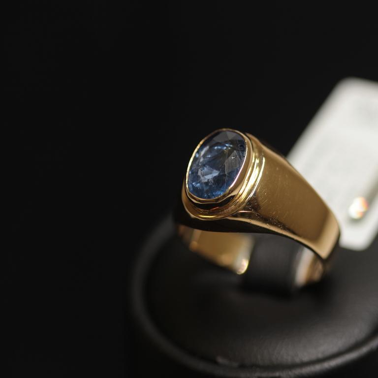 Zelta gredzens ar safīru