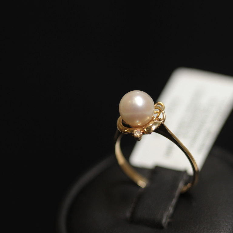 Zelta gredzens ar 2 briljantiem, pērli