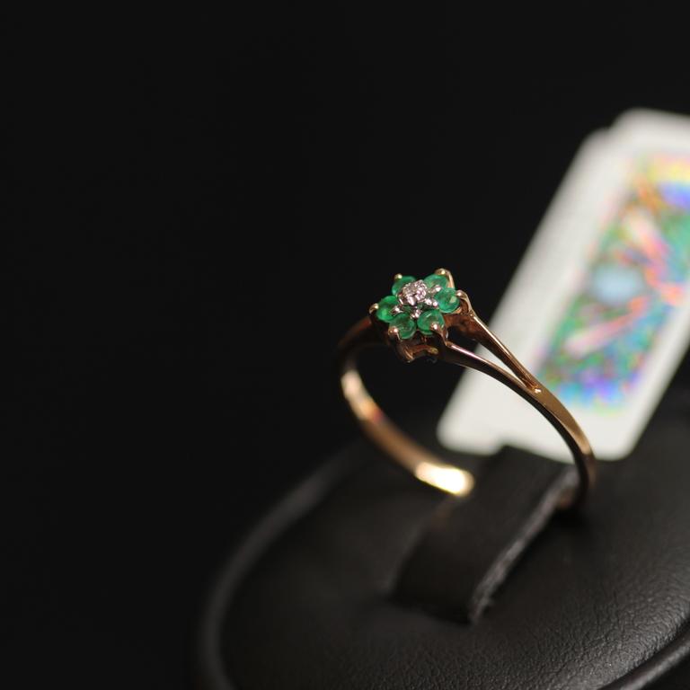 Zelta gredzens ar briljantu, smaragdiem