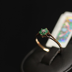 Gold ring with brilliant, 6 emeralds
