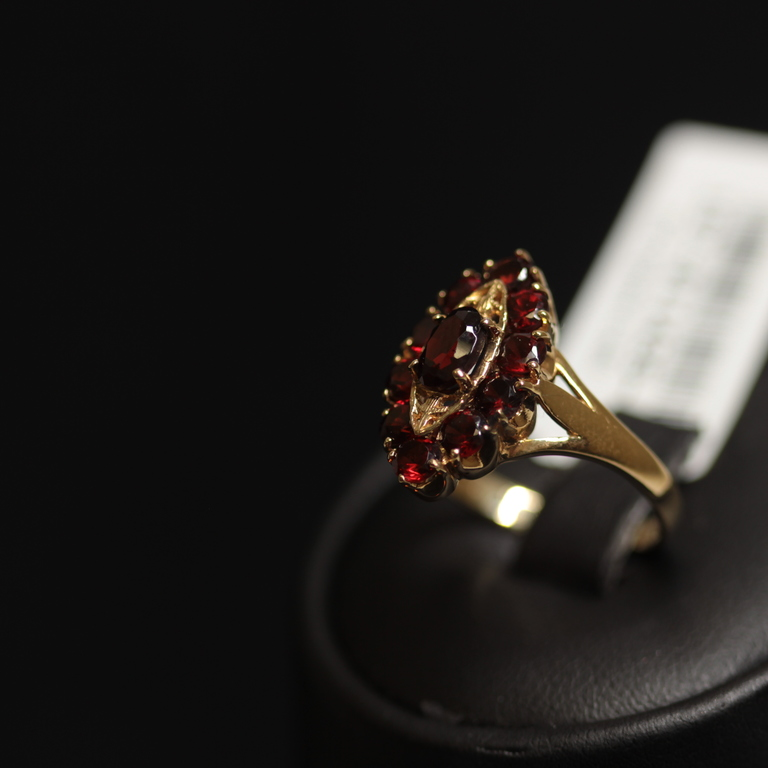 Zelta gredzens ar 11 granātiem