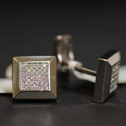 Gold cufflinks with 50 brilliants