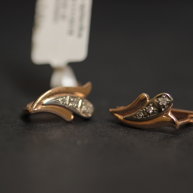 Gold earrings with 6 brilliants