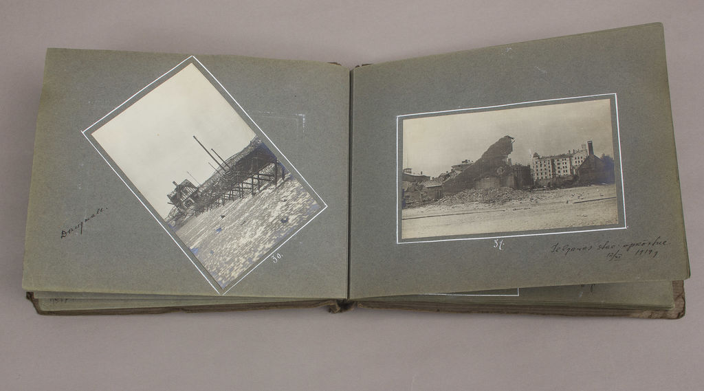 Fotogrāfiju albums ar 23 fotogrāfijām
