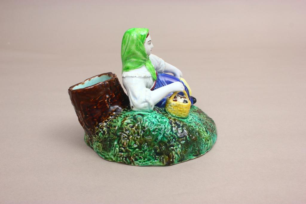 """Kuzņecova porcelāna figūra """"Sēņotāja"""""""