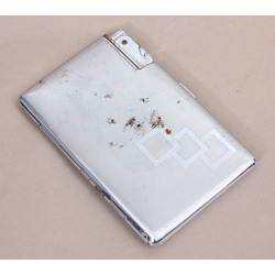 Metal cigarette case with integrated lighter, patent number