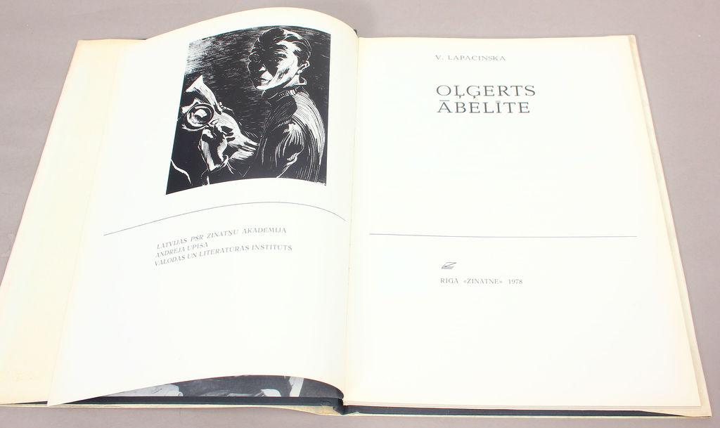 V.Lapacinska, Oļģerts Ābelīte
