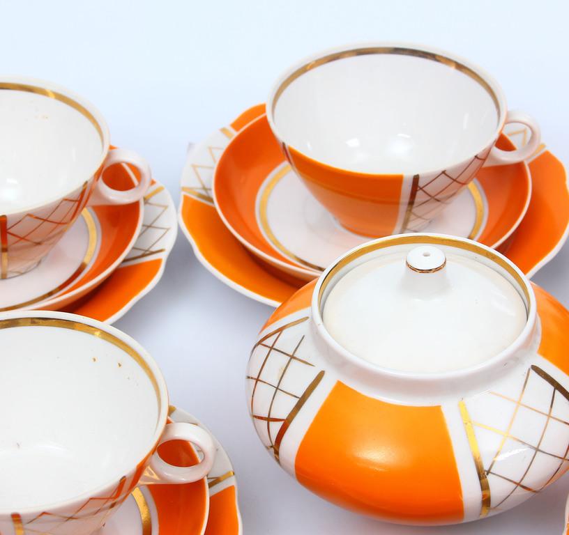Porcelāna tējas servīze 6 personām(nepilna - bez kannas un piena kanniņas)