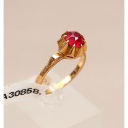Zelta gredzens ar sintētisko rubīnu