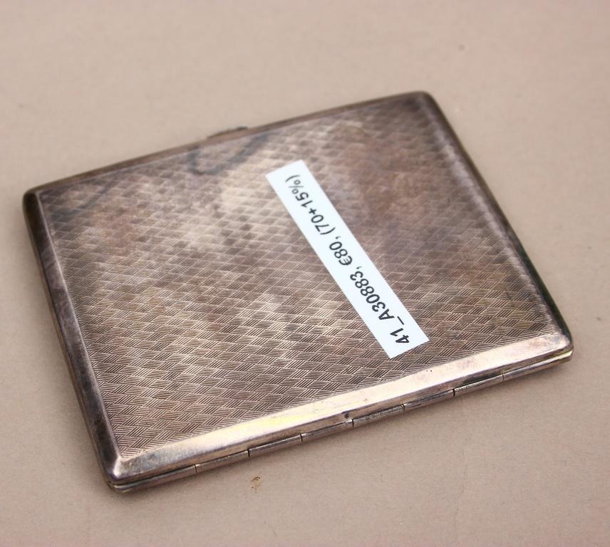 Sudraba cigarešu etvija ar zeltījumu un emalju