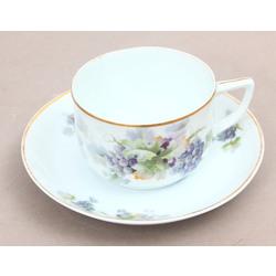Porcelāna tējas tase ar apakštasīti