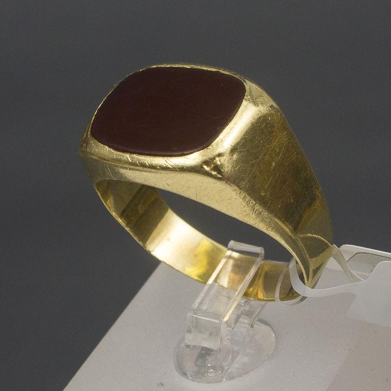 Zelta gredzens ar halcedonu