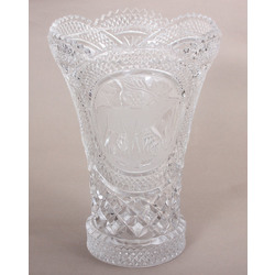 Crystal vase with a hunter theme