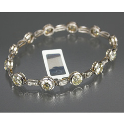 Gold bracelet with 47 diamonds