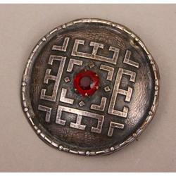 Sudraba sakta ar sarkanu akmeni