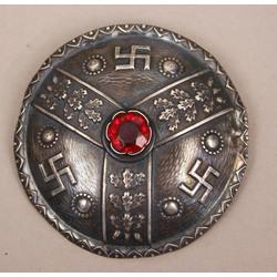 Серебряная брошь с красным камнем