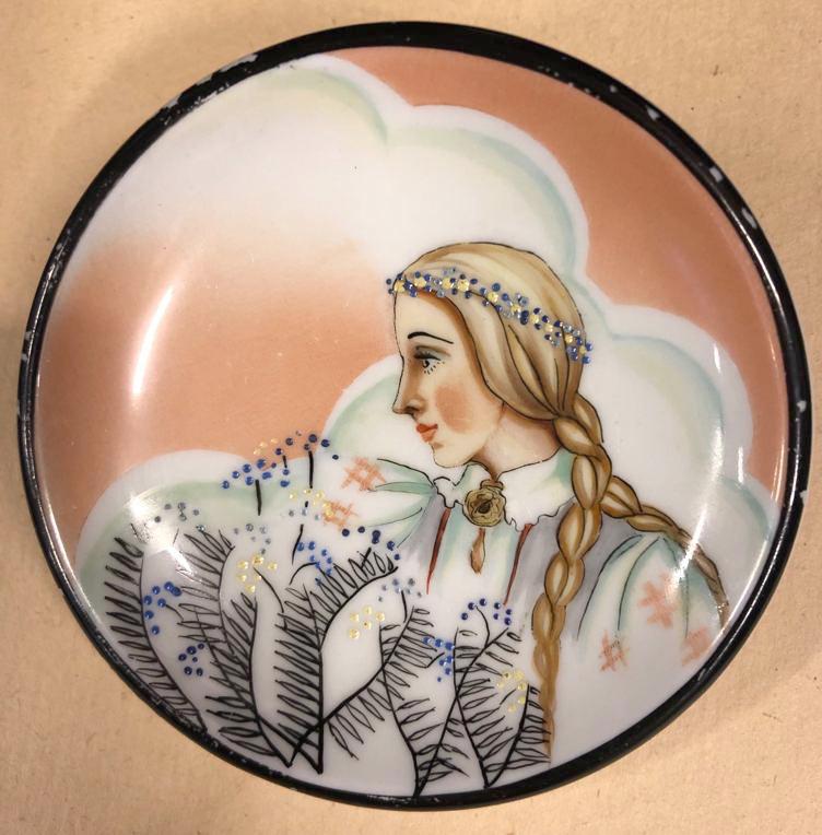 Dekoratīvs porcelāna šķīvītis