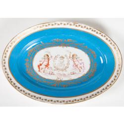 Фарфоровая тарелка