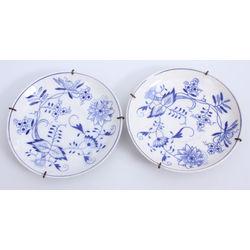 Porcelāna dekoratīvi šķīvji 2 gab.