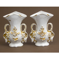 Porcelain vases (2 pieces)