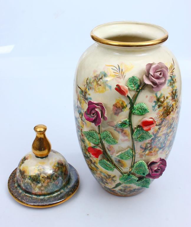Porcelain vase with lid (large)