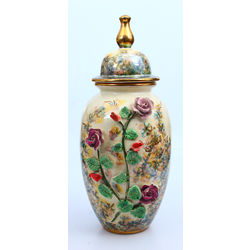 Porcelain vase with lid (large)