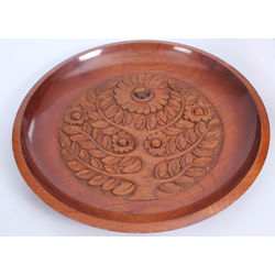 Decorative wooden plate with amber