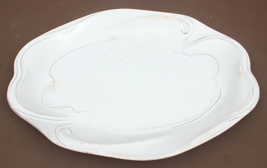 Fajansa servējamais šķīvis un fajansa mērces trauks