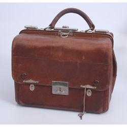 Ārsta ādas koferis