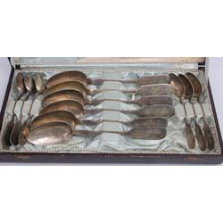 Sudraba galda piederumu komplekts oriģinālajā kastē - 6 tējkarotes, 6 ēdamkarotes
