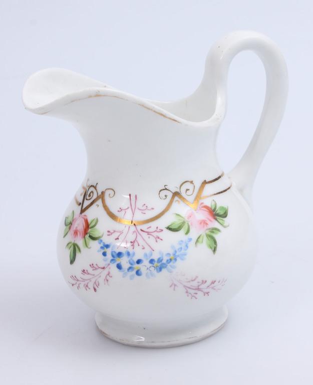 Porcelāna krējuma kanniņa