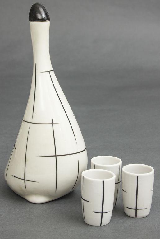 Porcelāna karafe ar glāzītēm