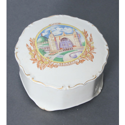 Porcelain box/chest with lid