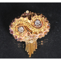 Gold brooch in neo-rococo style from red and yellow gold