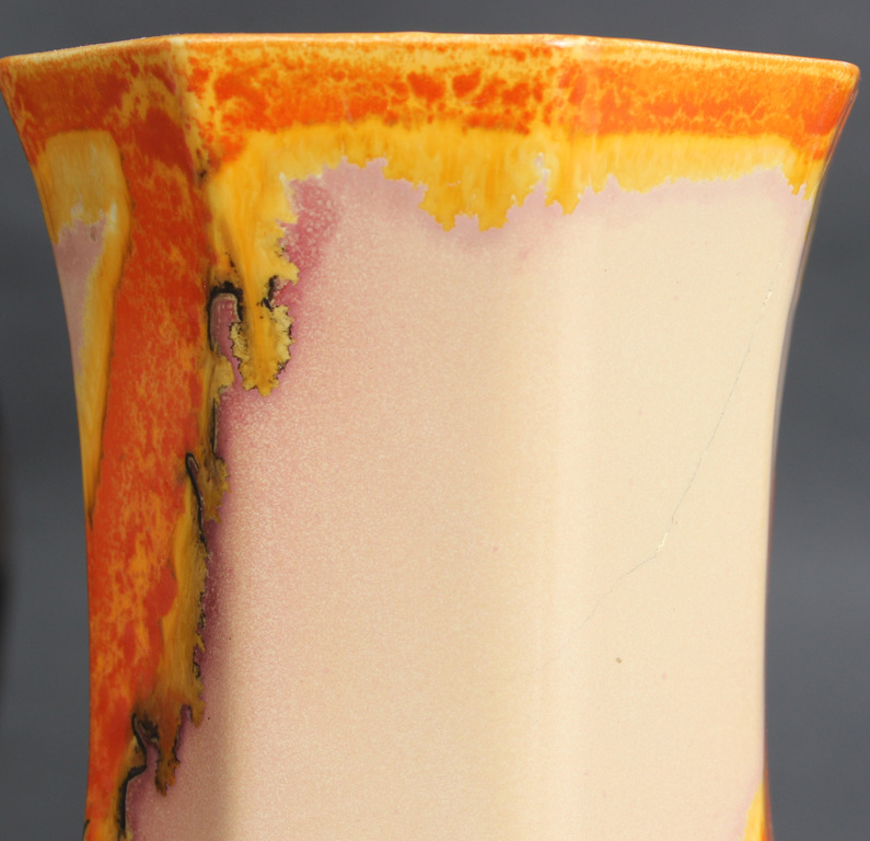 Фаянсовая ваза и миска с крышкой