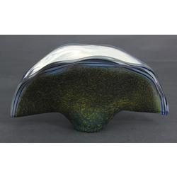 Stikla trauks gliemežvāka formā