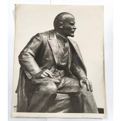 Fotogrāfija ar tēlnieka Travņikova skulptūru(ar tēlnieka autogrāfu)