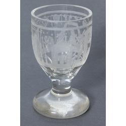 Stikla kauss ar masonu simboliku