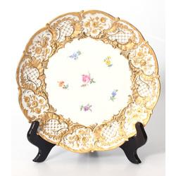 Porcelāna šķīvis ar zeltījumu