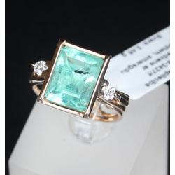 Zelta gredzens ar iestrādatiem 2 dabīgiem briljantiem un 1 dabīgo smaragdu