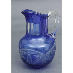 Zila stikla krūka