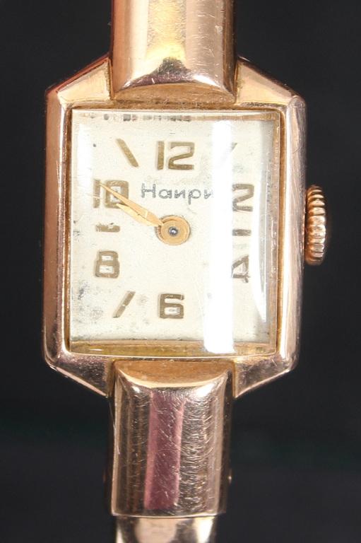 Zelta rokaspulkstenis Наири