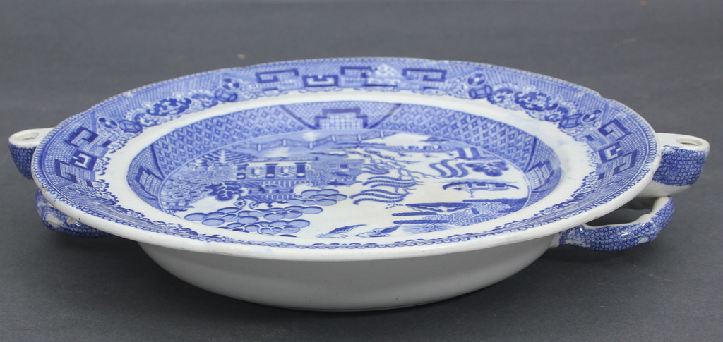 Porcelāna sķīvis ar Ķīniešu motīvu