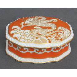 Porcelāna lādīte ar vāku juvelierizstrādājumu glabāšanai