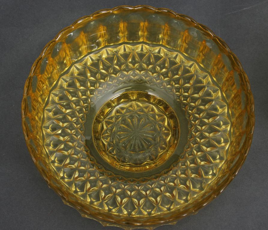 Krāsainā stikla saldumu trauki (2.gb.)