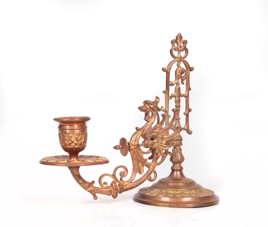 Bronzas galda svečturis