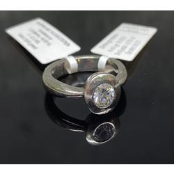 Plaltīna gredzens ar briljantu