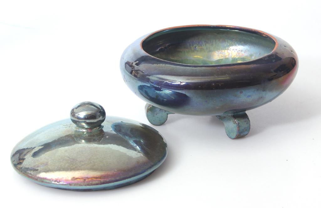Керамическая шкатулка с крышкой